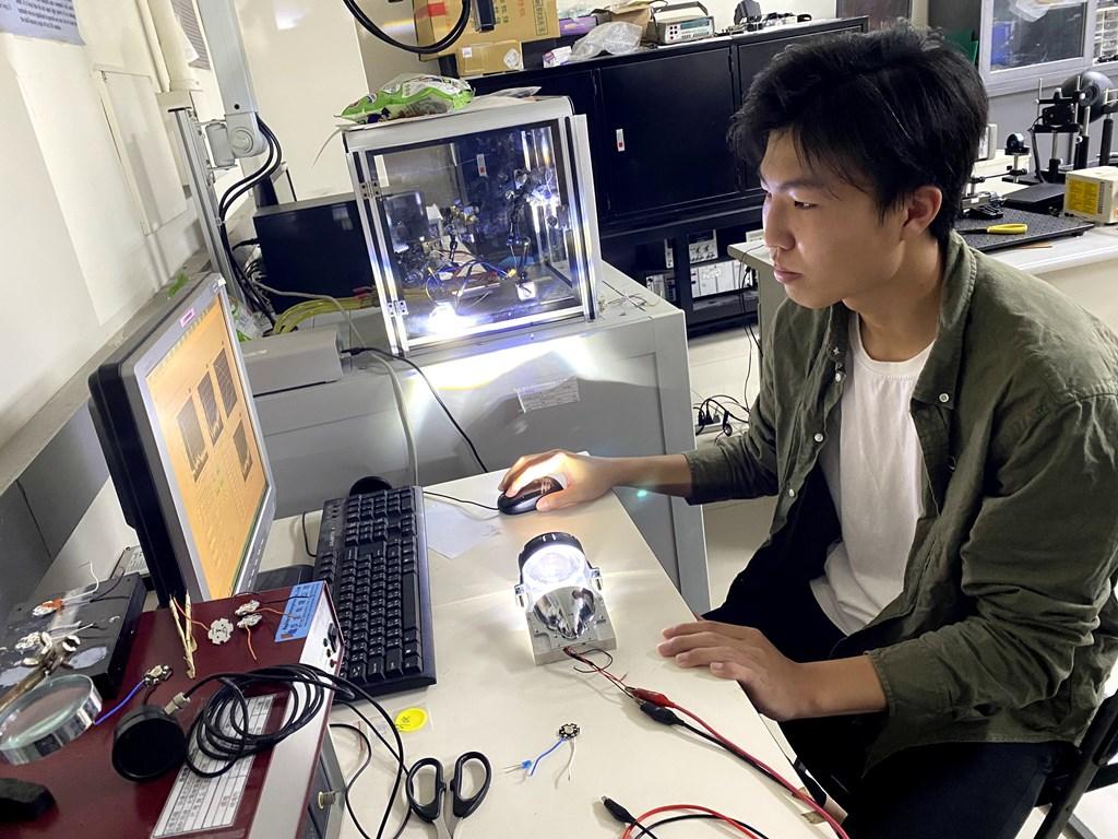 全國技專學生實務專題競賽 光電系遠近合一車燈巧思設計奪冠